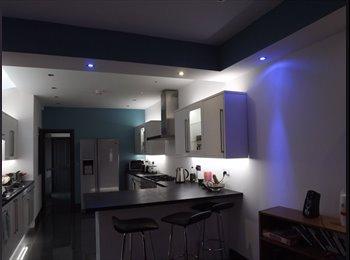 EasyRoommate UK - Double Room in Luxury House - 5 mins from Uni! - Selly Oak, Birmingham - £424 pcm