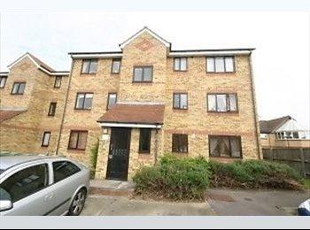 EasyRoommate UK - Single Room to let in beautiful flat near Watford General Hospital - Watford, Watford - £450 pcm