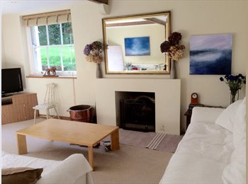 EasyRoommate UK - Room in large contemporary flat in Esher. Surrey  - Esher, London - £500 pcm