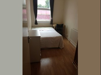 EasyRoommate UK - A newly refurbished double room on Tulse Hill, Brixton SW2 at only £90pw all inclusive!  - Brixton, London - £390 pcm