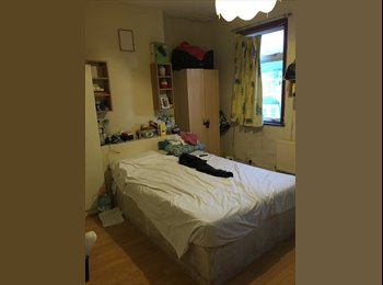 EasyRoommate UK - King size room to rent - East Ham, London - £550 pcm