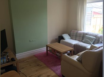 EasyRoommate UK - THE PERFECT DOUBLE ROOM IN A SOCIAL HOUSE - Horfield, Bristol - £300 pcm