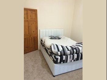EasyRoommate UK - furnished Double Room - Cardonald, Glasgow - £375 pcm