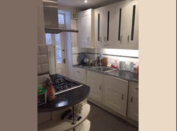 EasyRoommate UK - Bright double room in beautiful town house! - Clapham, London - £850 pcm