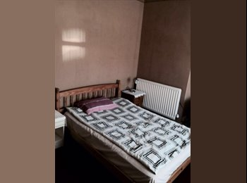 EasyRoommate UK - STUDENTS  !!! Postgraduates  / Final-Year  or Mature Students... - Chapel Fields, Coventry - £260 pcm