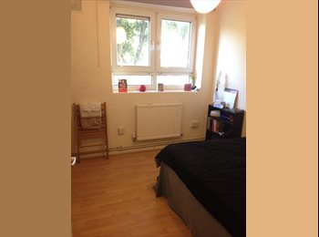 Dbl room with living room in friendly Camden flat