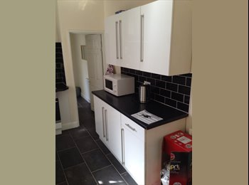 EasyRoommate UK - ** Quality condition home on quiet Victorian Street Town Centre ** - Northampton, Northampton - £395 pcm