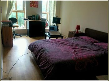 EasyRoommate UK - Double bedroom for rent in city centre (short-term in August), price/week ALL INCL. - Bristol City Centre, Bristol - £640 pcm