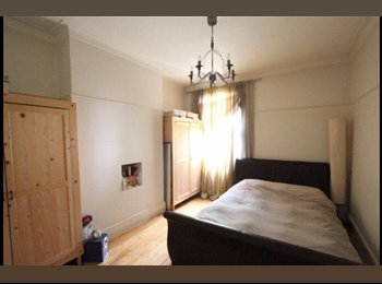 EasyRoommate UK - Clean, bright and spacious flat. 2 rooms available!  - Forest Hill, London - £700 pcm