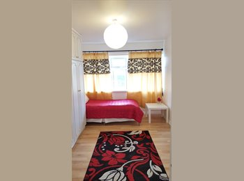 EasyRoommate UK - Single and Double rooms newly refurbished. For Female only! Edmonton green, North london - Enfield, London - £550 pcm