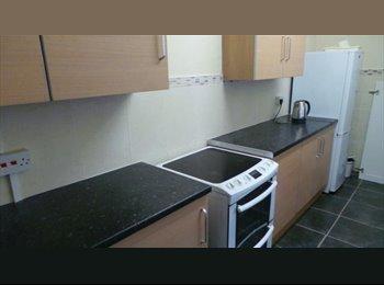 EasyRoommate UK - single room in clean, tidy houseshare next to New Cross hosp, wednesfield - Wednesfield, Wolverhampton - £325 pcm