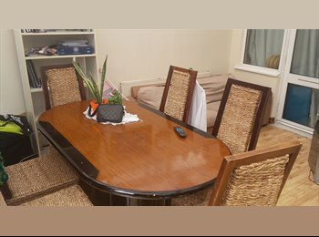 VERY NICE TWIN ROOM IN AN AMAZING HOUSE AT JUST 3 MINS WALK...