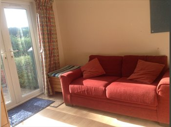 EasyRoommate UK - Bright basement room with patio/garden - Keynsham, Bristol - £300 pcm