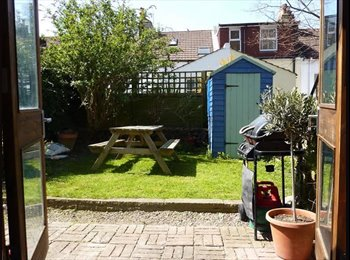 EasyRoommate UK - Lovely 2 bed sunny garden flat - Brighton, Brighton and Hove - £1,200 pcm