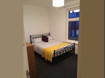 EasyRoommate UK - Double room in great houseshare all bills included - Wortley, Leeds - £350 pcm