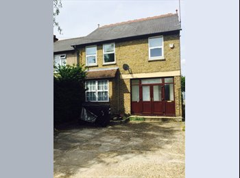 EasyRoommate UK - FLAT SHARE in Hayes, Convenient for Heathrow) £500 per month plus half of bills - Hayes, London - £500 pcm