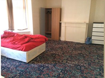 EasyRoommate UK - Salford double room 500 pcm - Manchester City Centre, Manchester - £500 pcm