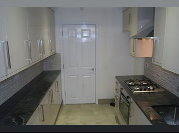 EasyRoommate UK - Double Room in an amazing three bed House in Clapton  - Clapton, London - £810 pcm