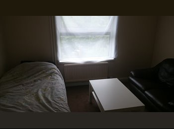 room in flat share off Milton road