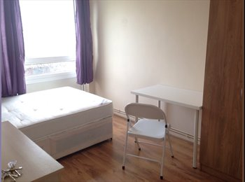 EasyRoommate UK - Coming to market this large and spacious  double  in trendy East London. - Mile End, London - £150 pcm