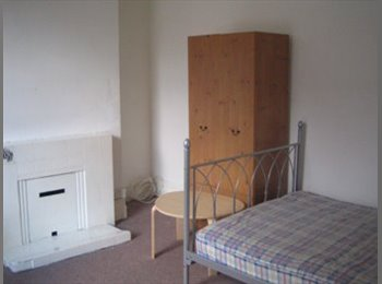 Double Bed in room at House in Hyde Park, Leeds / no...