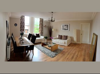 EasyRoommate UK - Fully Furnished, Spacious 1 Large Double Bedroom with En-suite - £725 or nearest offer - Leeds Centre, Leeds - £725 pcm