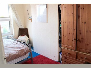 EasyRoommate UK - Room avaialble in a friendly and quite flatshare  - Bethnal Green, London - £550 pcm