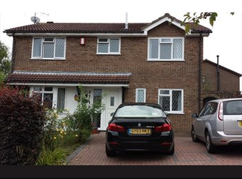 EasyRoommate UK - Spacious Double room in 4 bed detached house (Monday-Friday) - Uckfield, Wealden - £450 pcm