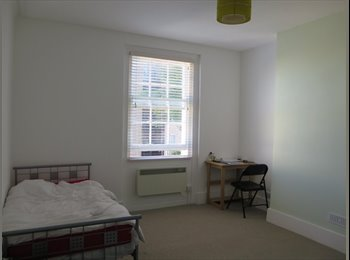 EasyRoommate UK - Spacious single room in hove short therm let - Hove, Brighton and Hove - £500 pcm