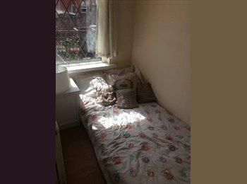 EasyRoommate UK - Single bedroom in Bolton  (bills inc)  - Bolton, Bolton - £240 pcm
