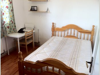 **COSY DOUBLE BED**  - 2 weeks deposit - short term stay...