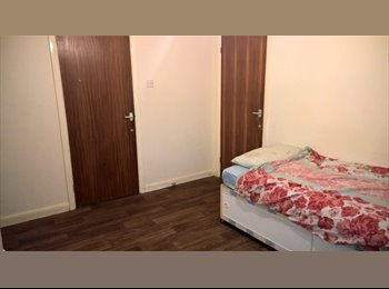 1 BEAUTIFUL DOUBLE ROOM WITH SPARE ROOM AVAILABLE IN...