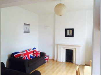 EasyRoommate UK - Double Room in Spacious Flat in Brixton. - Brixton, London - £675 pcm