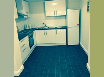 EasyRoommate UK - Attention! We have spacious shared houses available - Grimsby, Grimsby - £300 pcm
