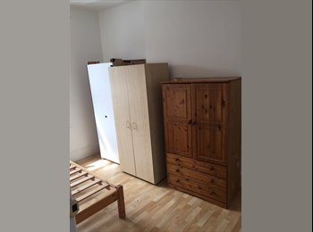 ROOMS AVAILABLE ON HOE STREET
