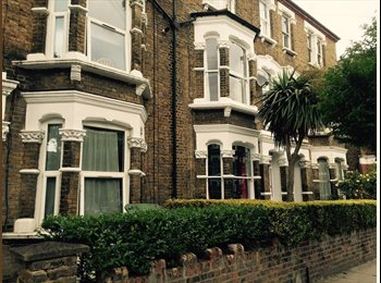 EasyRoommate UK - Nice double bedroom in flat share with garden 730 pm all bills incl. - Archway, London - £730 pcm