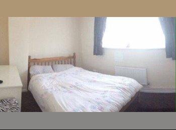 EasyRoommate UK - Refurbished double room - Feltham, London - £480 pcm
