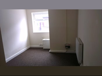 EasyRoommate UK - Full flat available short term - Newcastle-under-Lyme, Newcastle under Lyme - £400 pcm