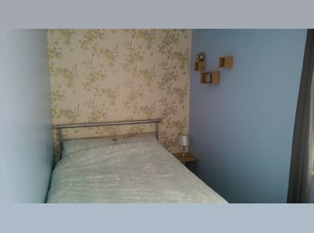 EasyRoommate UK - Double room available for weekdays only - Masbrough, Rotherham - £360 pcm