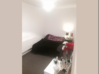 Large room in Balham 5 mins from tube / overground