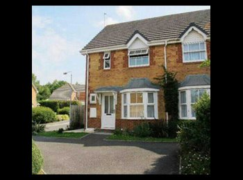 EasyRoommate UK - **Double room available in quaint 2 bed house in Broadstone** - Broadstone, Poole - £450 pcm