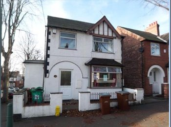 Double bedroom available in Lenton - Female House