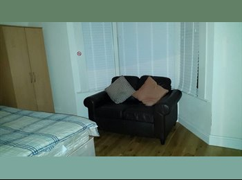 BIG DOUBLE ROOM £750.00 PER MONTH