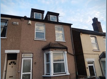 EasyRoommate UK - FANTASTIC DOUBLE SIZE ROOMS AVAILABLE IN EXCELLENT CONDITION, RECENTLY REFURBISHED - Dartford, London - £475 pcm