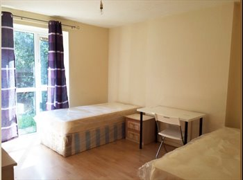 Large double/twin rooms few mins from Holloway Rd and...