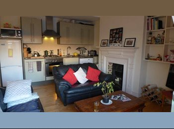 Balham, large double bedroom available in 2 bed flat