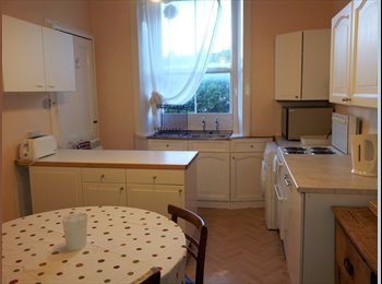 EasyRoommate UK - 3 big rooms for working graduates in Marchmont flatshare, couple welcome - Edinburgh Centre, Edinburgh - £480 pcm