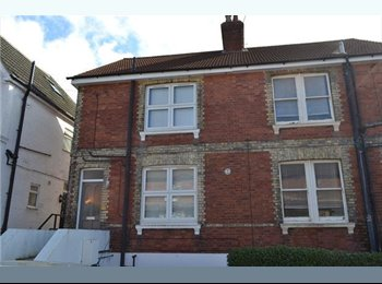 EasyRoommate UK - Spacious bright room less than five minutes from station - Tunbridge Wells, Tunbridge Wells - £575 pcm