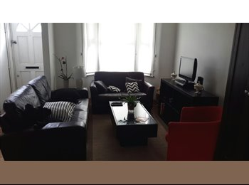 EasyRoommate UK - Stratford doble room for single. - Stratford, London - £600 pcm