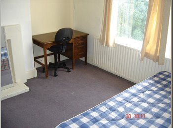 EasyRoommate UK - Self contained spacious bright two bedroom apartment, New Basford - £307 pcm